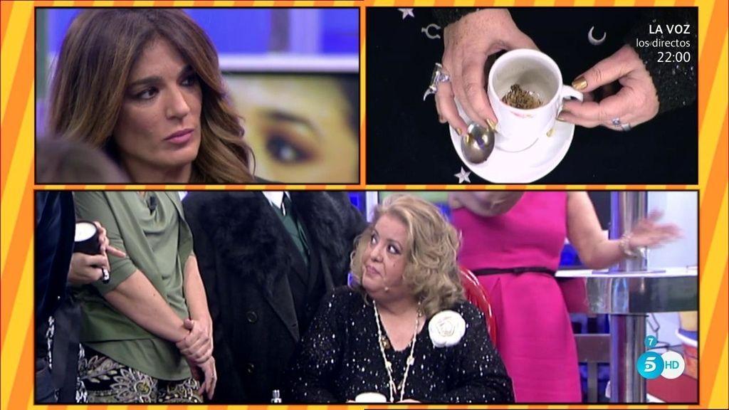 """Conchita H. lee los posos del café a Raquel: """"Esto es una racha que estás pasando"""""""