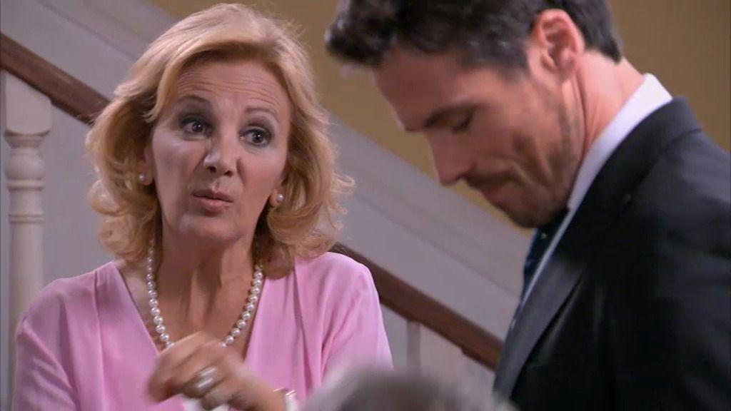 """Maruchi, a Carlos: """"Rebeca es muy rara, aquí hay gato encerrado"""""""