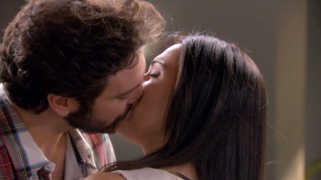 Sergio y Marga se besan apasionadamente