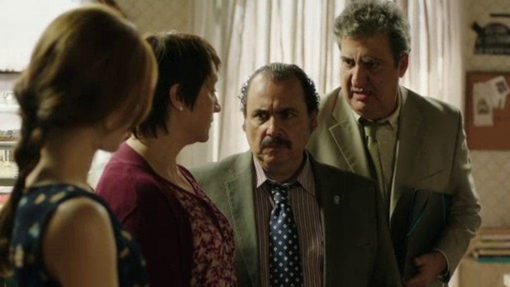 José Luis y Miguelo intentan sobornar a Laura y Mariana para que disuelvan su partido