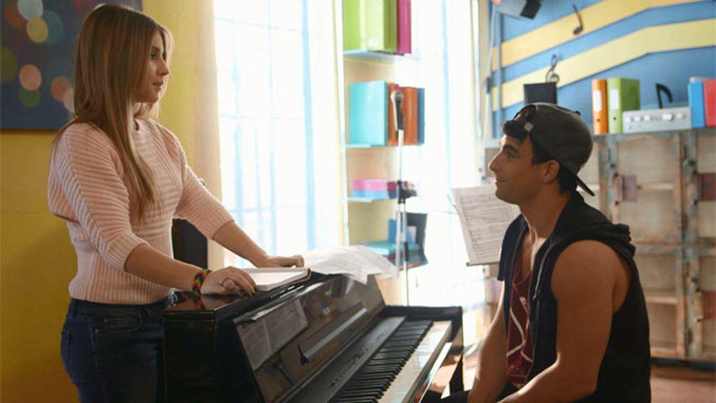 André quiere grabar una canción con Lana para subirla a su web