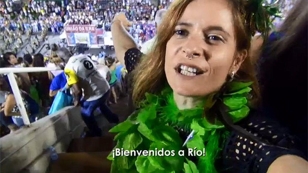 Mónica entra por primera vez en el sambódromo de Río de Janeiro