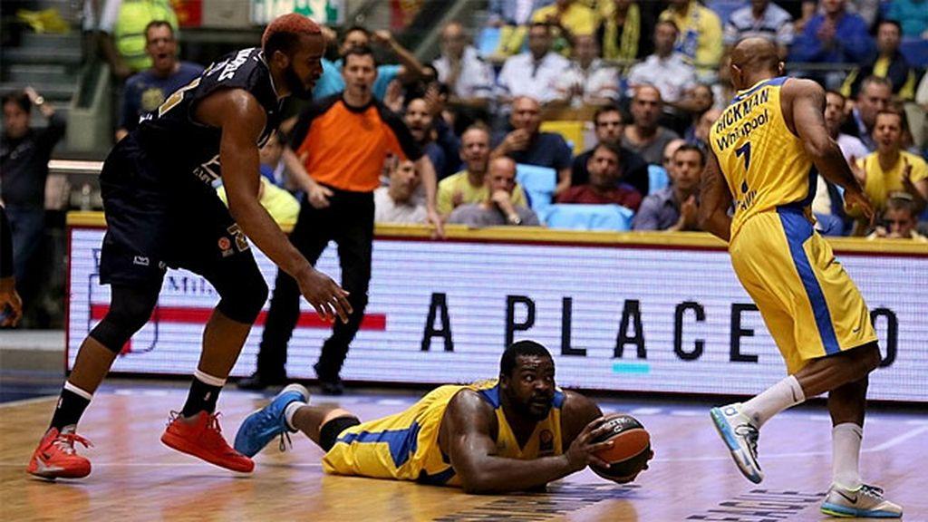 El Maccabi gana al Milán (75-63) y pone contra las cuerdas al anfitrión