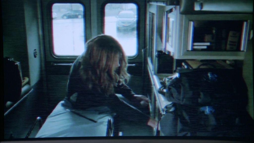 Alexis descubre una pista sobre Beckett en la grabación de seguridad de una ambulancia