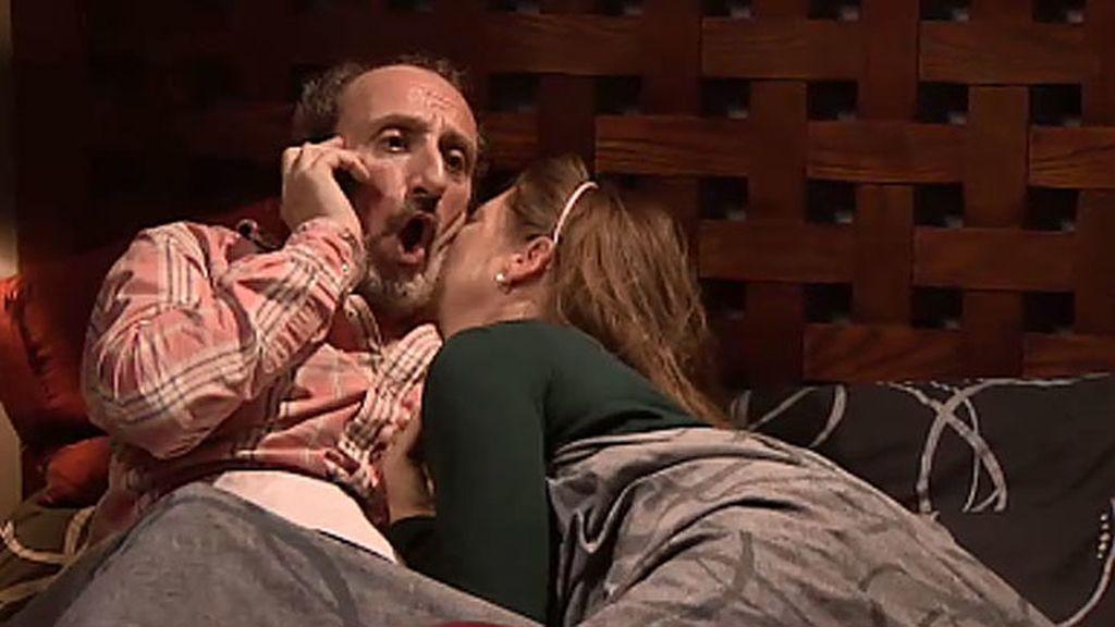A tope de viagra: Enrique le hace un favor sexual a Clemencia