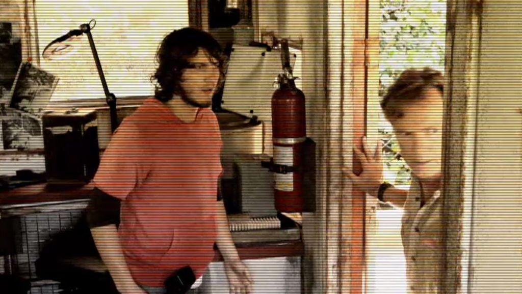 Emmet, Jonas y la grabación de un entierro