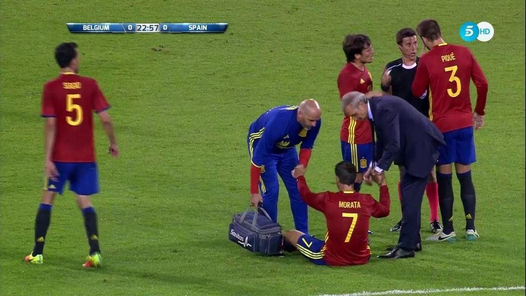 Morata no puede continuar por unas molestias en su pierna derecha