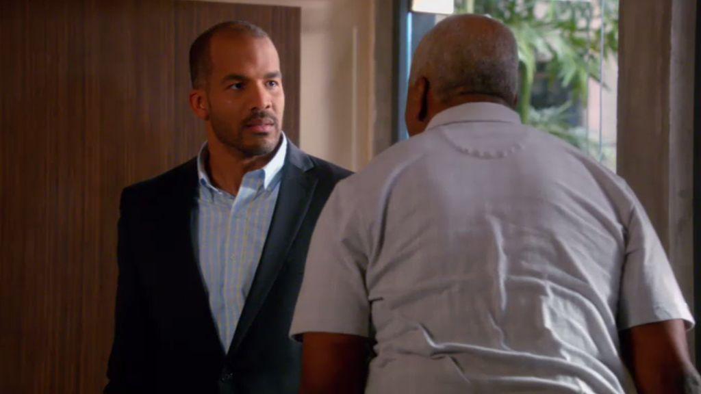 Kenneth discute con su sobrino Reggie por los poderes notariales