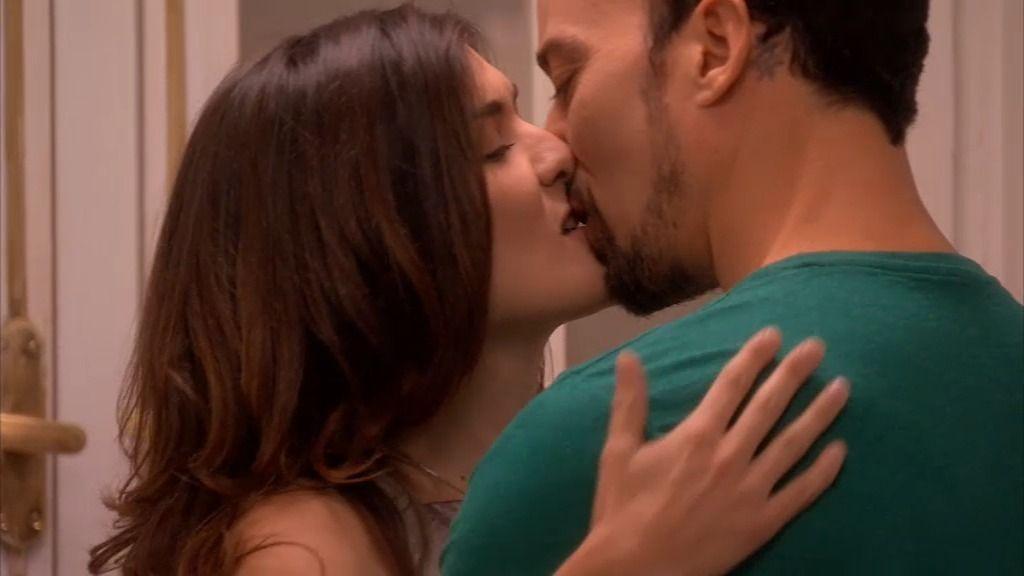 ¡Natalia y Alberto se besan!