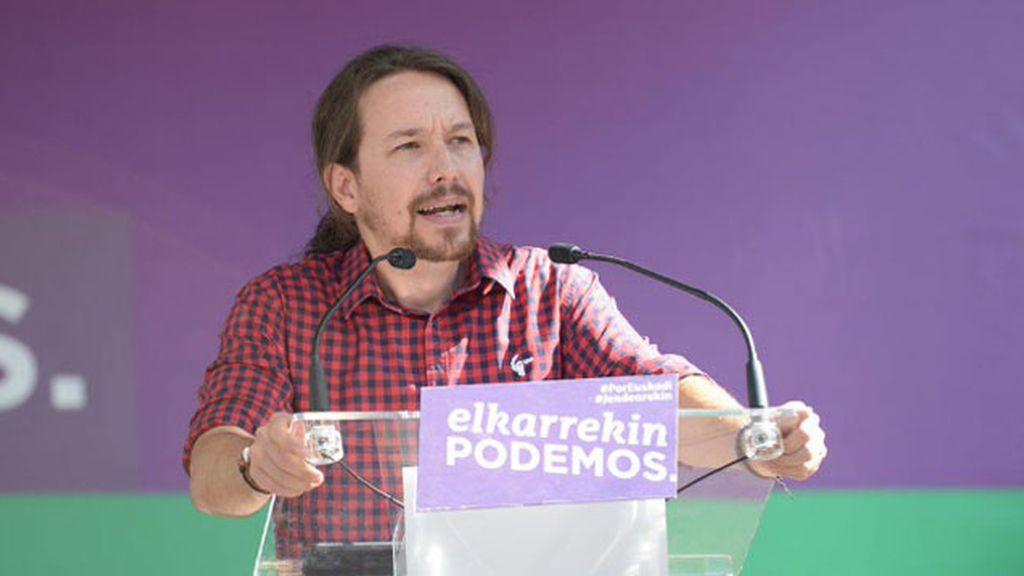 Los partidarios de Pablo Iglesias acusana a Errejón de 'dócil' con el PSOE