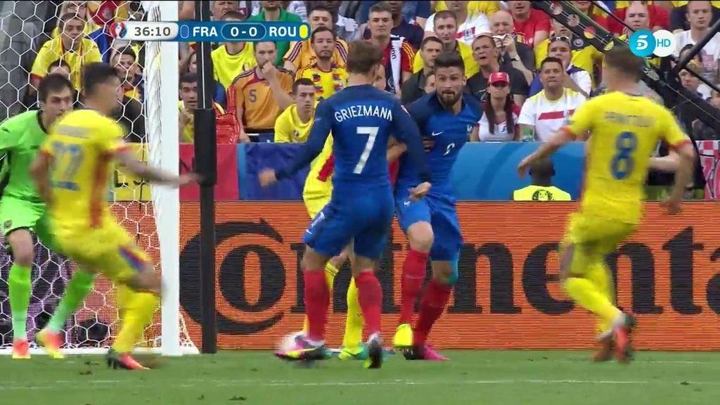 ¡Otra vez Griezmann! Segunda ocasión clara del francés que se va rozando el palo