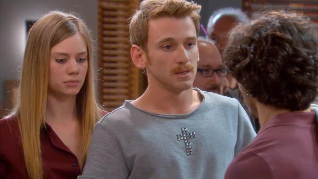 Lolo descubre que Miguel paga la mitad de su sueldo en el bar