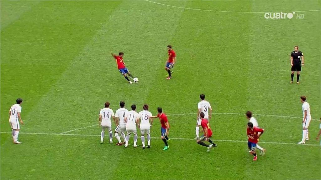Silva hace el primero para España con un golazo de falta por toda la escuadra