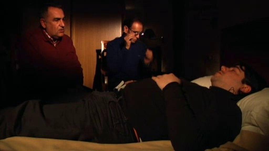 Juan Ramón se somete a una regresión para superar el trauma de una supuesta abducción