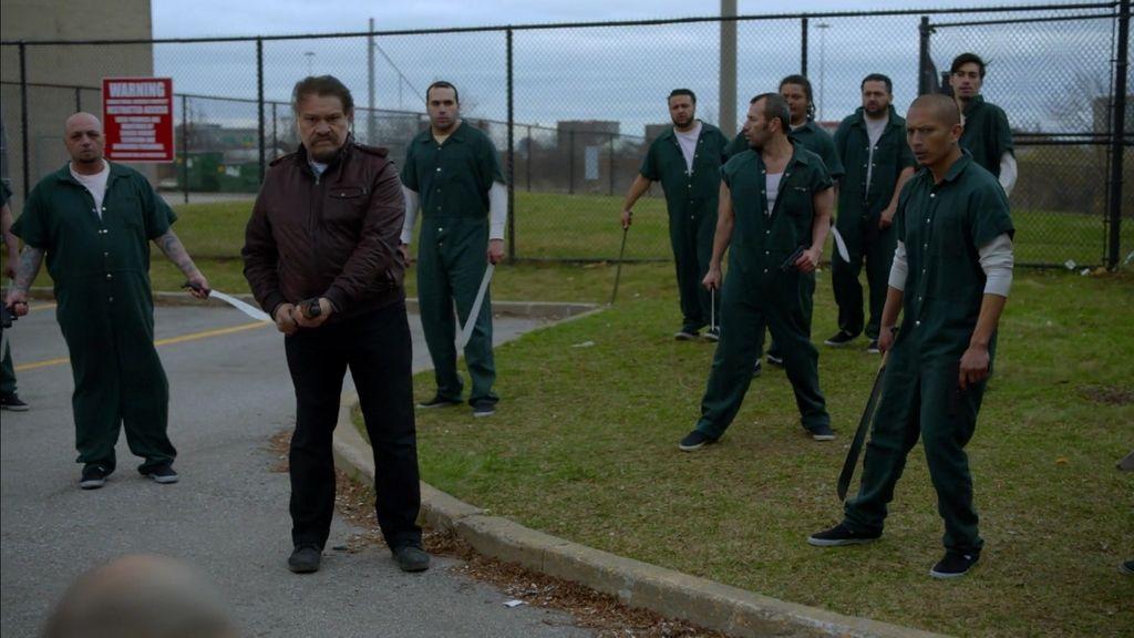 Gus libera presos para unirles a la causa de los vampiros y la rebelión pudo costarle cara