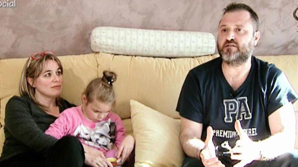 Los padres de Sofía luchan por diagnosticar la enfermedad de su hija