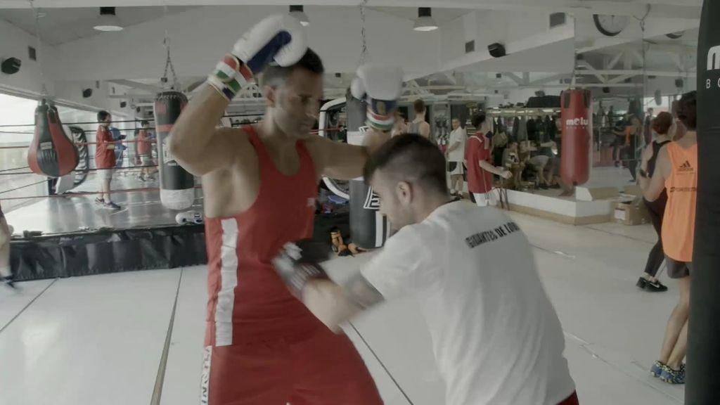 Nico enseña a Rafa a soltar golpes, protegerse y moverse en el ring