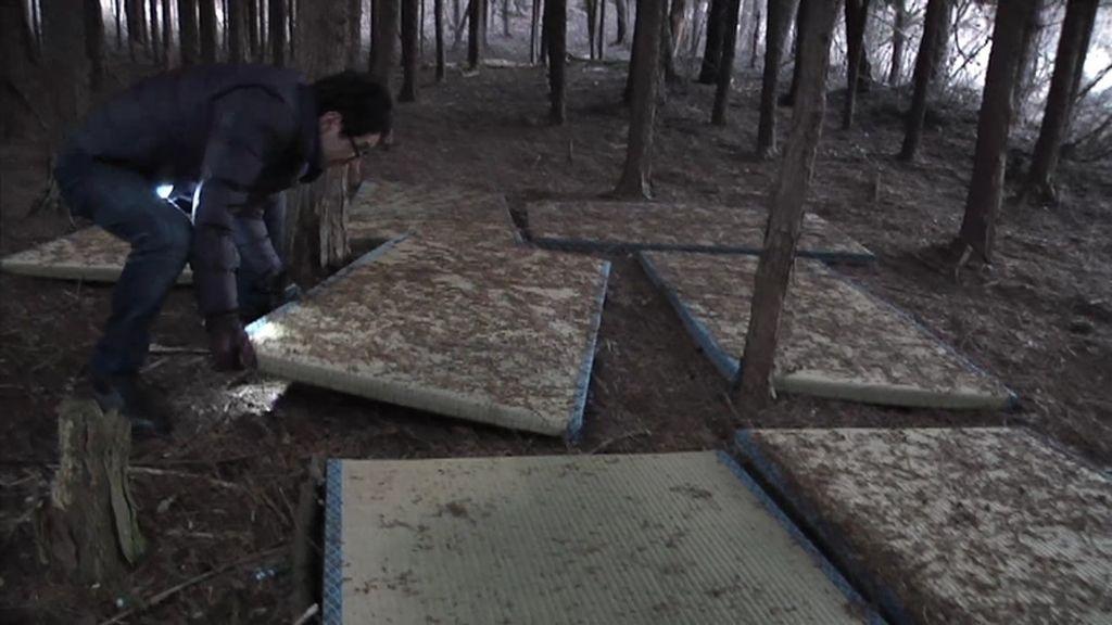Cuerdas, ropajes, tatamis y más objetos misteriosos en el 'Bosque de los Suicidios'