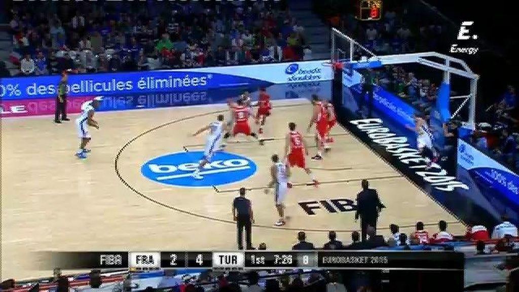 Así demuestra Batum su domino desde la línea de tres puntos ante Turquía