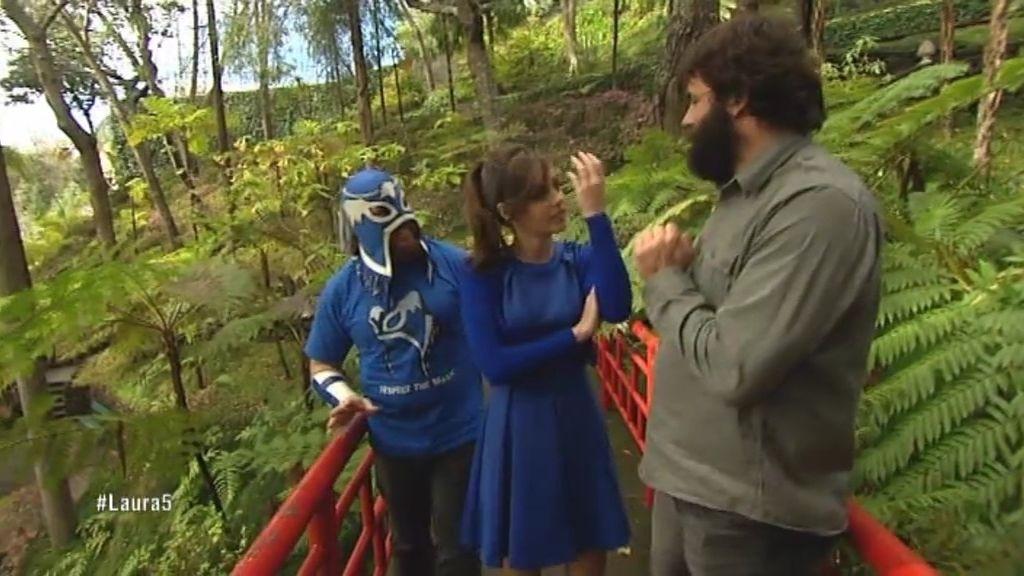 La minicita de Laura con Ángel y su amigo el de las máscaras
