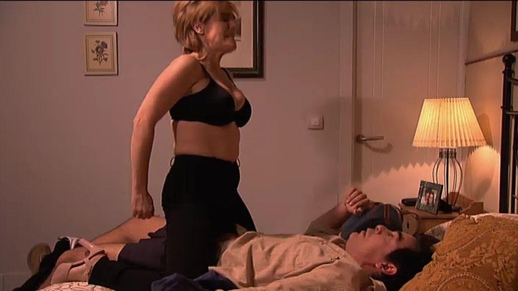 Edurne se lleva a Amador a la cama