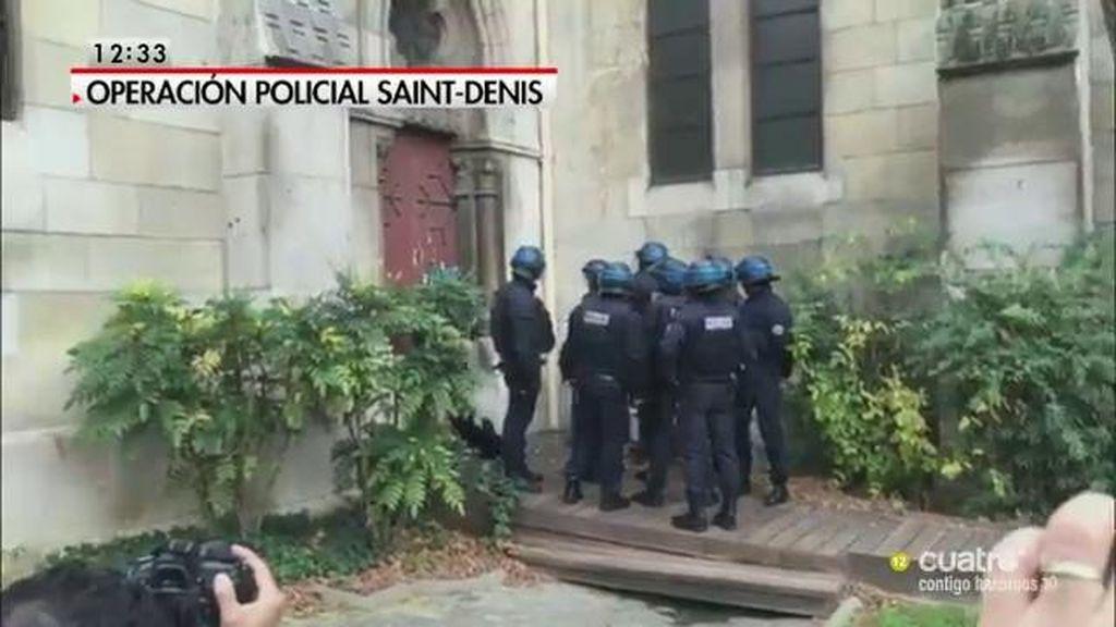 La policía francesa entra en una iglesia en Saint – Denis