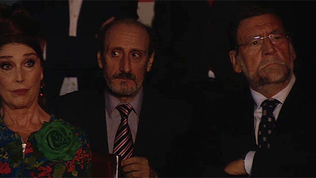 Enrique, entre Mariano Rajoy y la alcaldesa