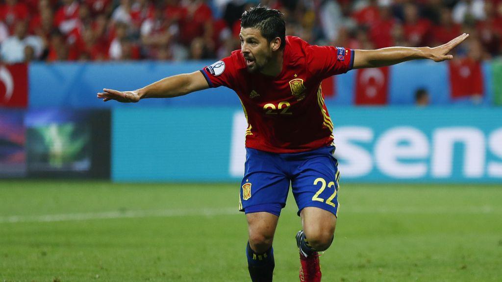 Nolito se estrena en la Eurocopa con un gol de fe y garra (2-0)