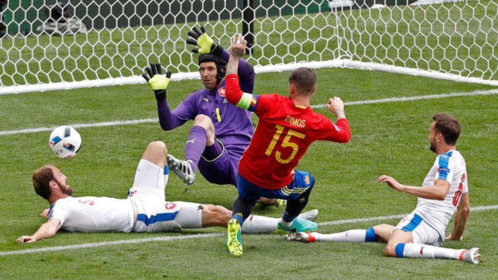 ¡Otra ocasión de la Roja! Nolito y Ramos tuvieron el primer gol de España