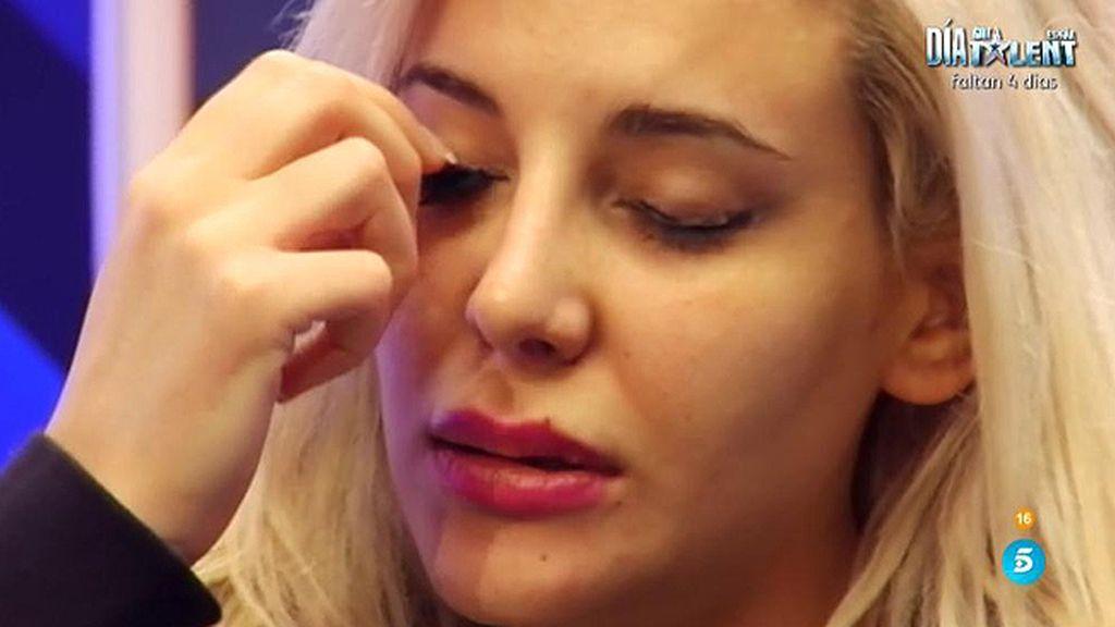 Charlotte se quita las pestañas tras la nominación