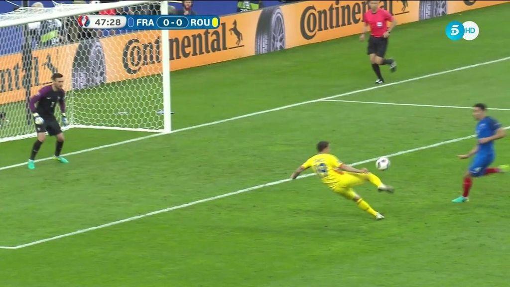 Gran ocasión de Rumanía al inicio de la segunda parte: Stancu tuvo el primero
