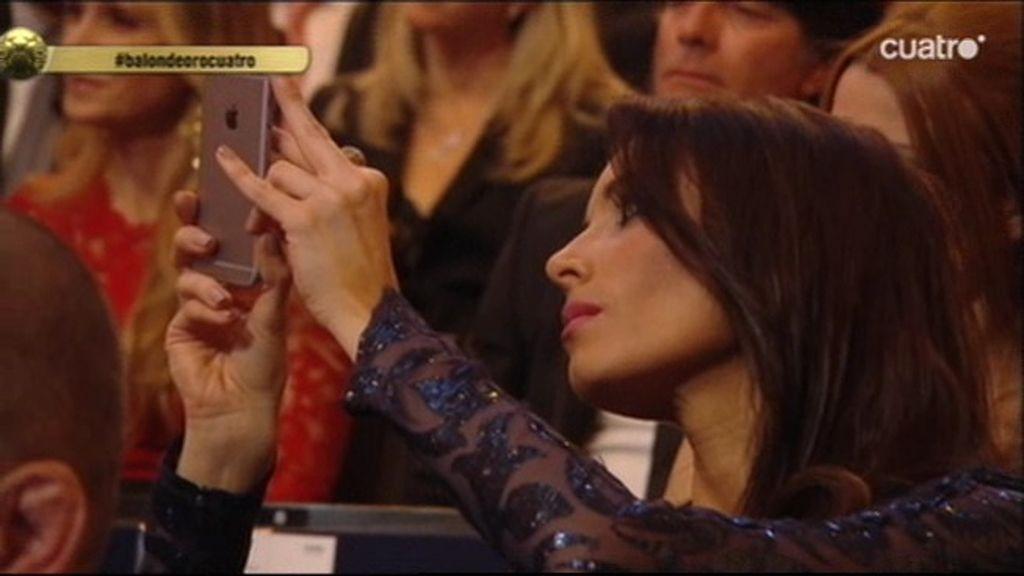 Pilar Rubio inmortaliza el discurso de Sergio Ramos en la gala del Balón de Oro