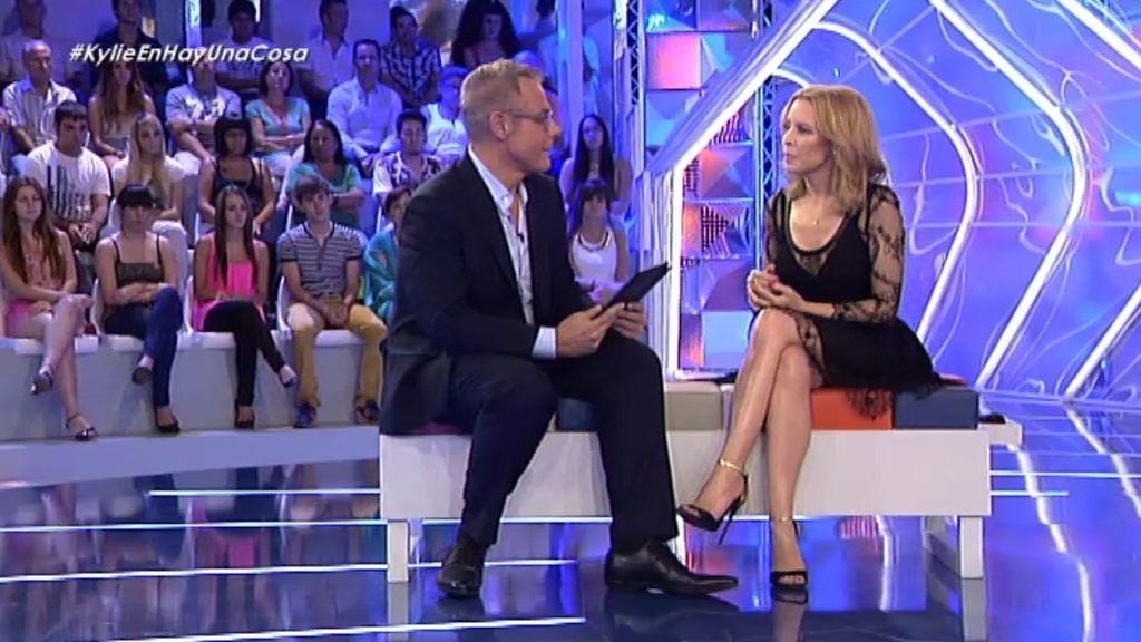 Kylie Minogue se emociona viendo sus inicios en una serie de televisión australiana