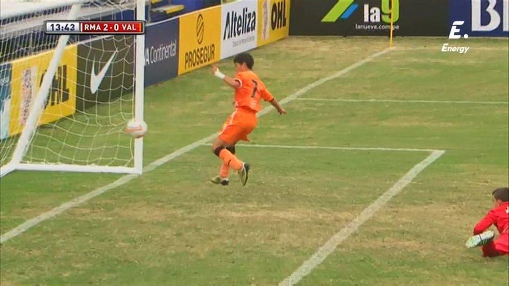 Óscar no puede evitar marcar en propia puerta y da al Madrid su segundo gol del partido