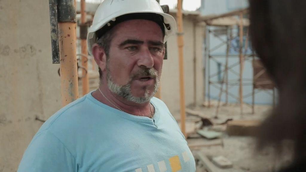 """Miguel se busca la vida en Tánger: """"Aquí por lo menos tengo para comer"""""""