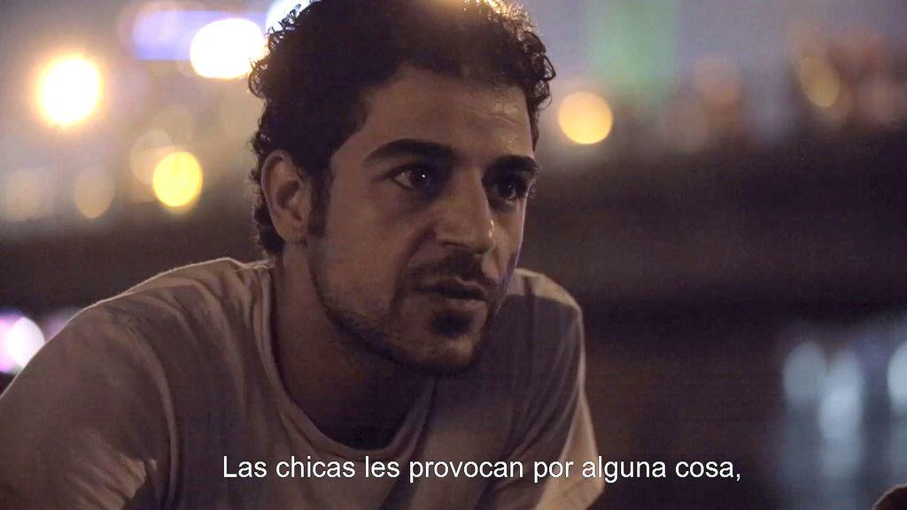 """Los adolescentes egipcios opinan que las mujeres """"incitan a acosar"""""""