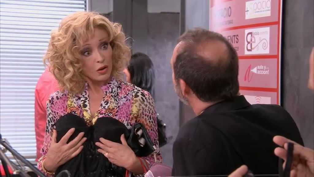 """Amparo, a Carlos: """"Me gusta seducir a los hombres, me hace sentir más joven"""""""