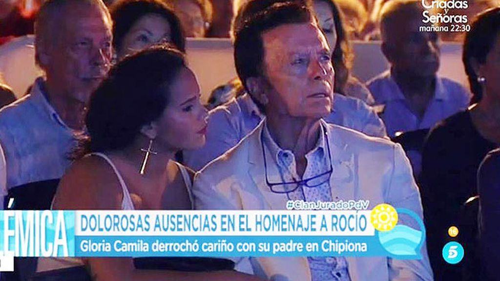 Gloria Camila, Ortega y los Mohedano, emocionados en el homenaje a Rocío