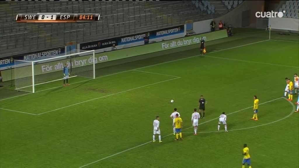 Penalti de Pau López y... ¡Olsson lo estrella en el larguero!