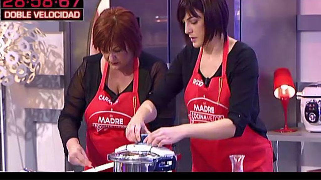 Rocío prepara el solomillo relleno con patatas panaderas de su madre