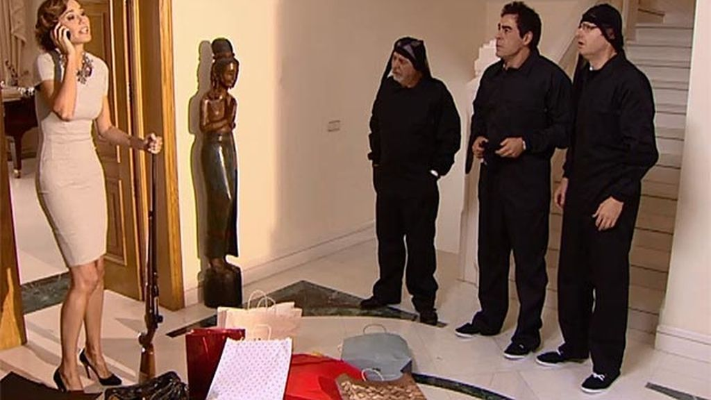Amador y los leones entran a robar en casa de la señora Saldaña y... ¡les pillan!