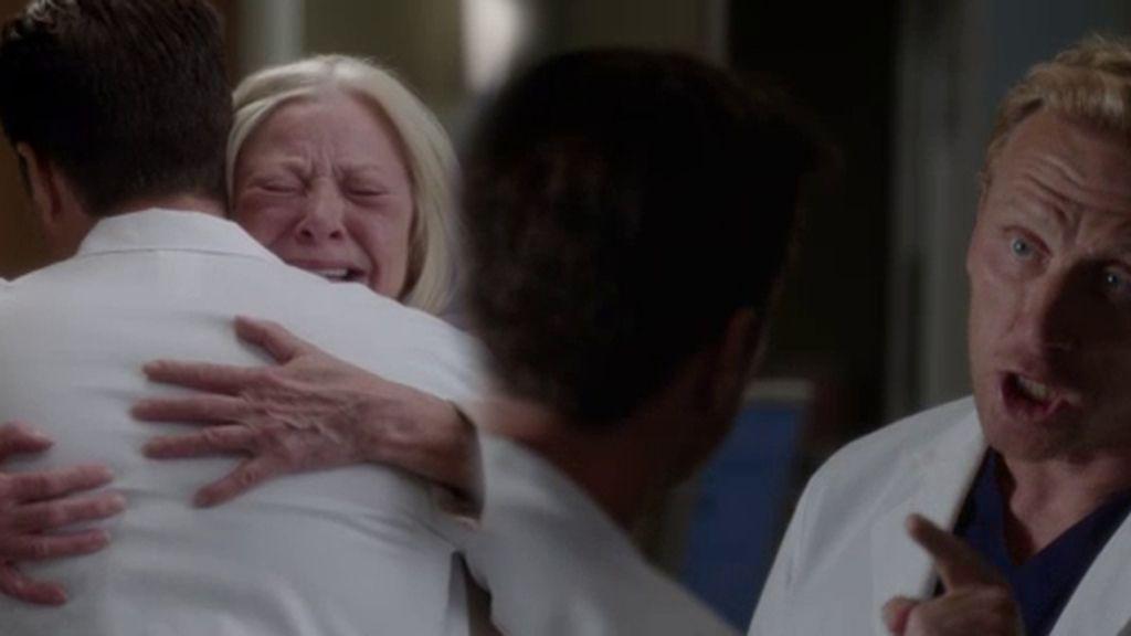 ¡La madre de Hunt y Riggs se conocen! ¿Qué parentesco une al cirujano y al doctor?