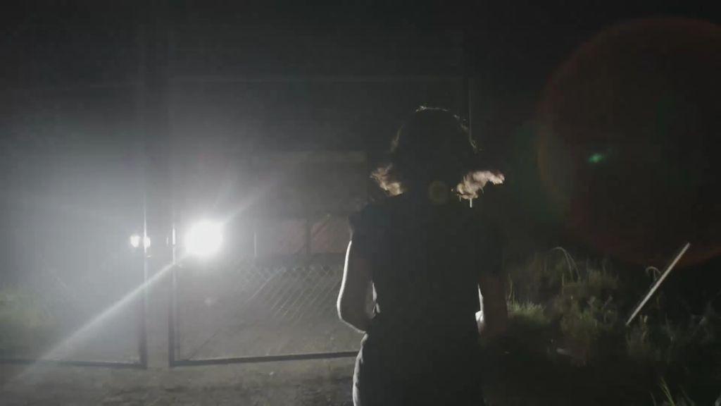 Alejandra visita de noche el campo X, el origen de Guantánamo