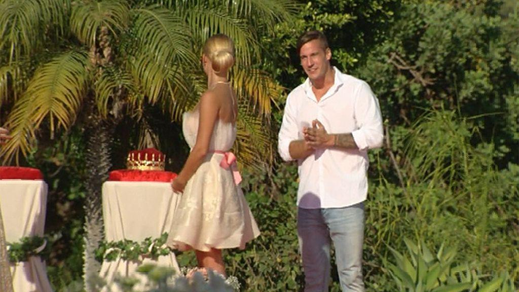 Ramiro irrumpe en la decisión de Marta... Pero llega demasiado tarde