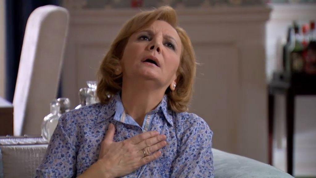 Irene dice a su familia que cancela la boda y Maruchi empieza a hiperventilar