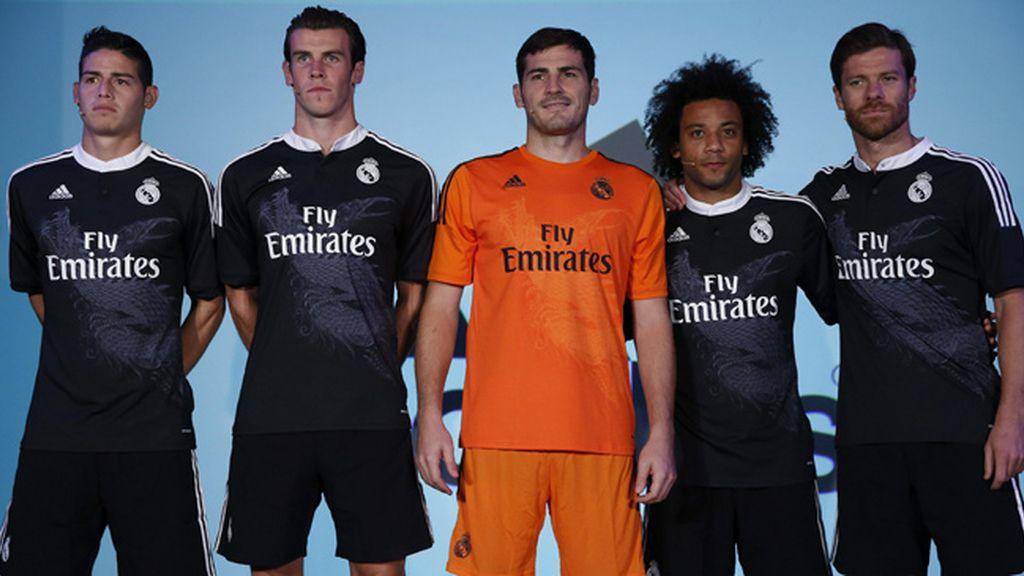 El Real Madrid presenta su tercera equipación con la figura de un dragón 89858d1f15767