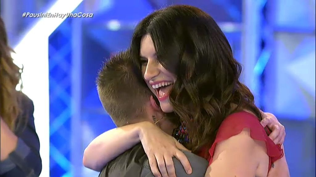 Por fin, Hugo abraza a Laura Pausini