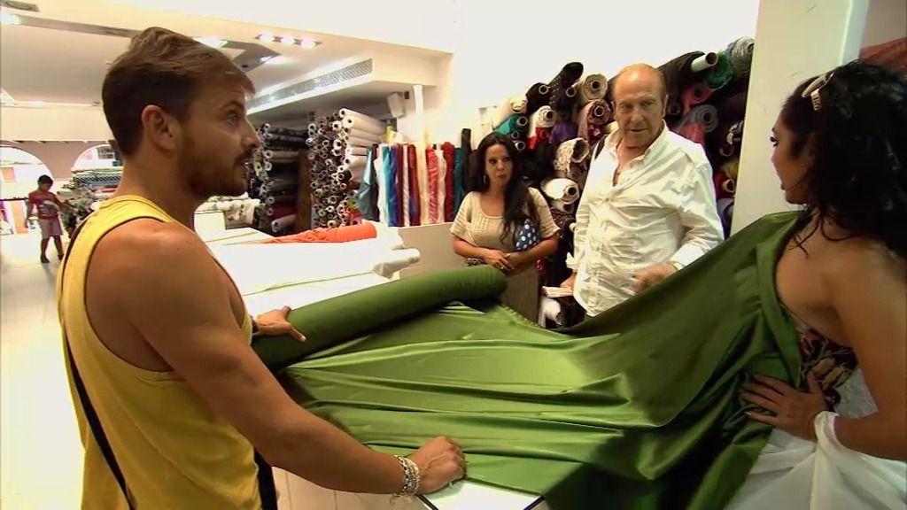 Juan Andrés sufre comprando telas con las bailaoras del cuadro flamenco