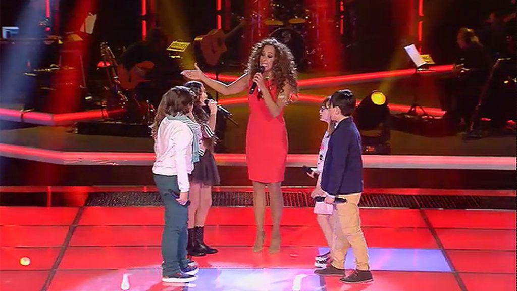 Rosario canta 'Escucha primo' con sus niños'