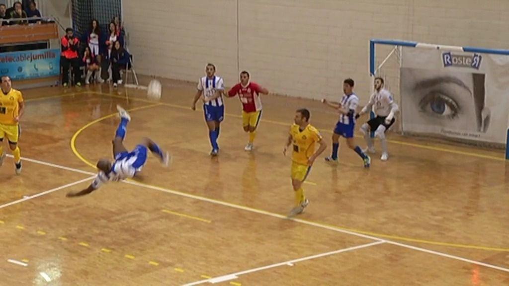 El mejor gol de la jornada 18: ¡Ique marca de chilena desde 35 metros!